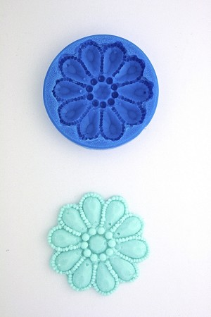 JEWELED ROUND BROOCH SILICONE MOLD